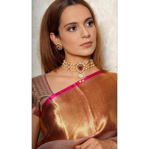2-hairstyles-for-saree-straight-hair-k22rn48g
