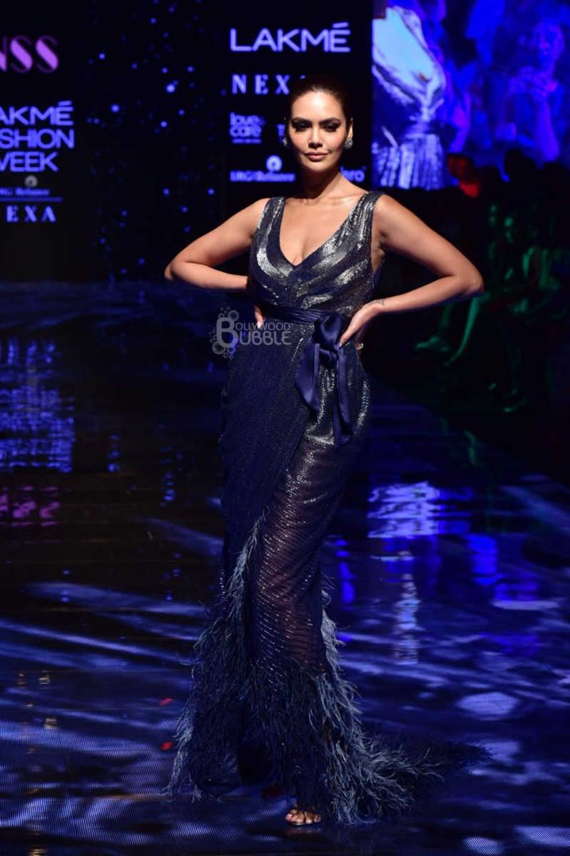 esha-gupta-lakme-fashion-week-6-k0t1dwum