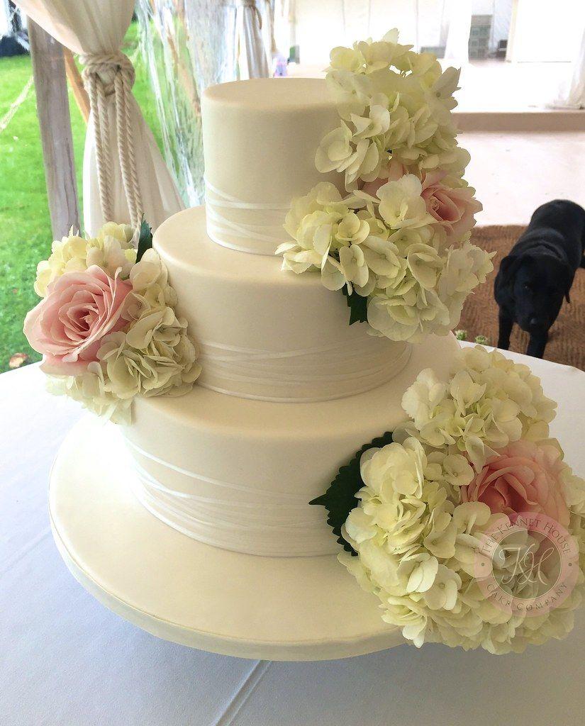 fresh-flower-wedding-cake-k4y0zqlf