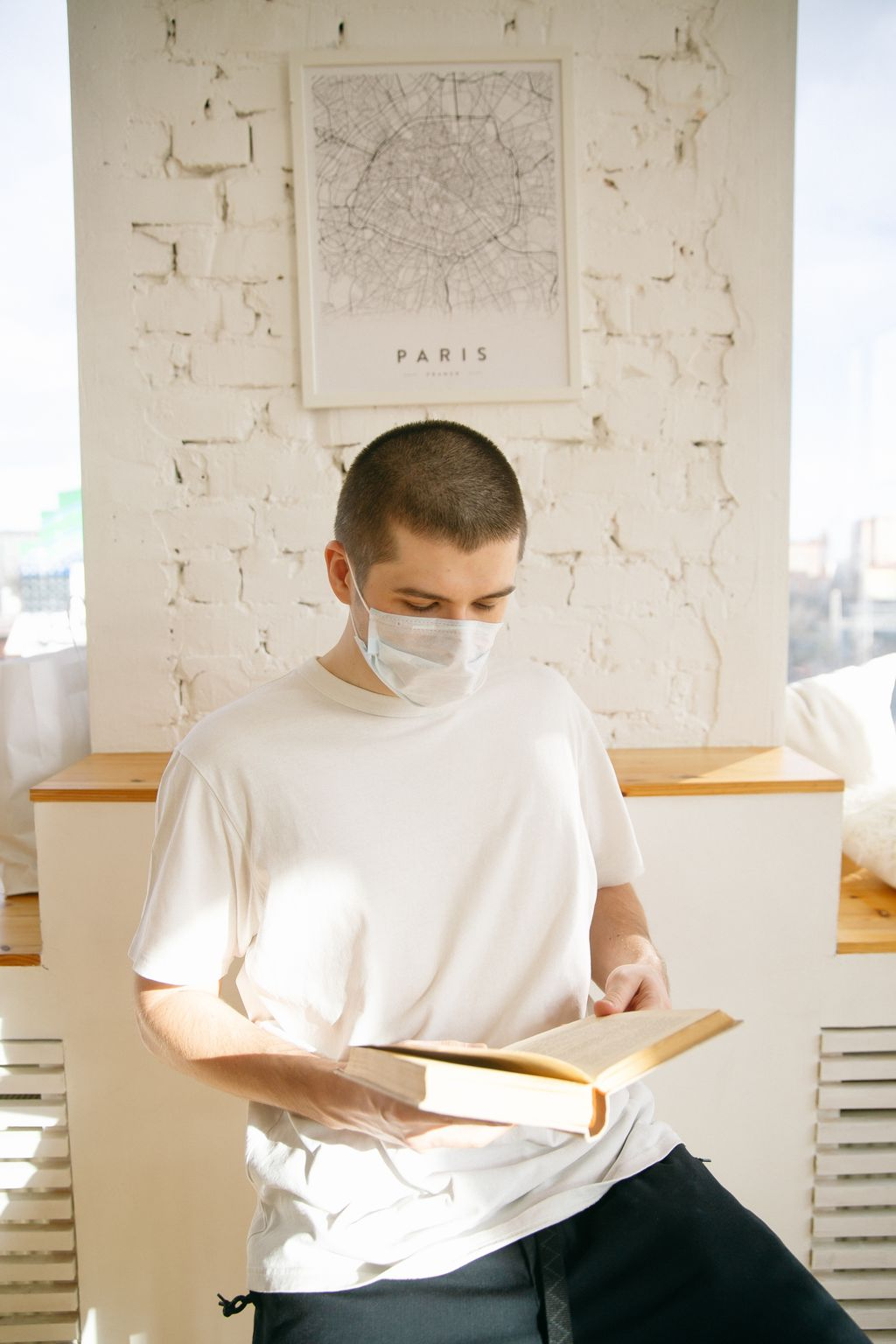 man-wearing-face-mask-while-reading-4008523-ka0w5ruu