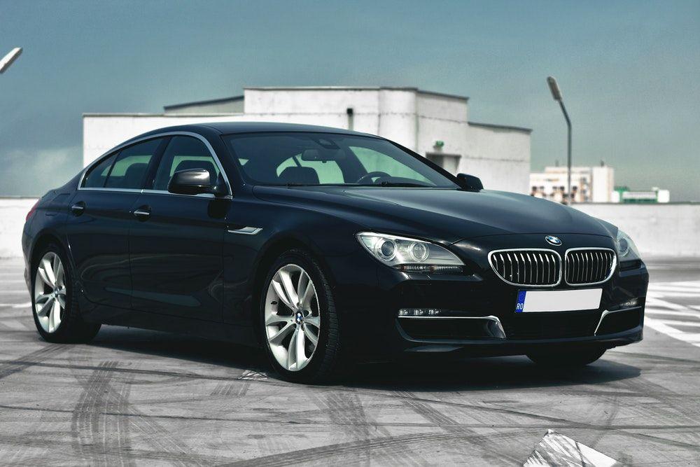 Top 10 Luxury Cars | Wrytin