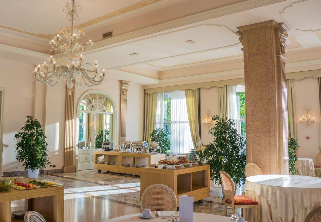 villa-cortine-palace-949547-1920-k89v7ol2