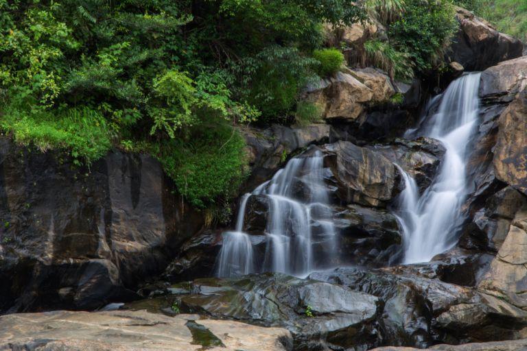 waterfalls-munnar-k2ixzkll